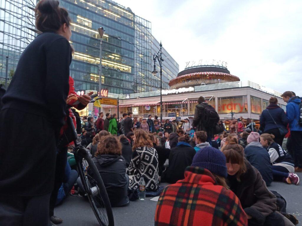 9.9.19: Klimawechsel-Sit-in am Kranzlereck, Joachimsthaler Str-Ecke-Kurfürstendamm