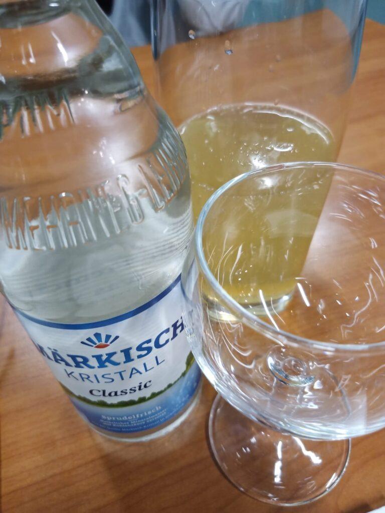 cafenero bietet Wasser in Glas-Mehrwegflaschen an